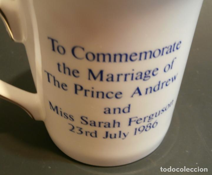 Antigüedades: Taza conmemorativa Marriage Principe Adrew and Miss Sarah Ferguson 1986 - Foto 3 - 76053011