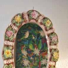 Antigüedades: PRECIOSO ESPEJO OVALADO CON FLORES - PORCELANA DE CAPODIMONTE - AÑOS 40. Lote 76064491