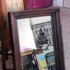 Antigüedades: ANTIGUA ESPEJO, MADERA MACIZA, MUY PESADO! 60X80. Lote 76142783