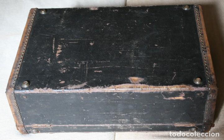 Antigüedades: ANTIGUA MALETA VIAJE REFORZADA ANTIGUOS REMACHES ASA CUERO CERRADURAS BRONCE PRINCIPIOS DE 1900 - Foto 4 - 76165335