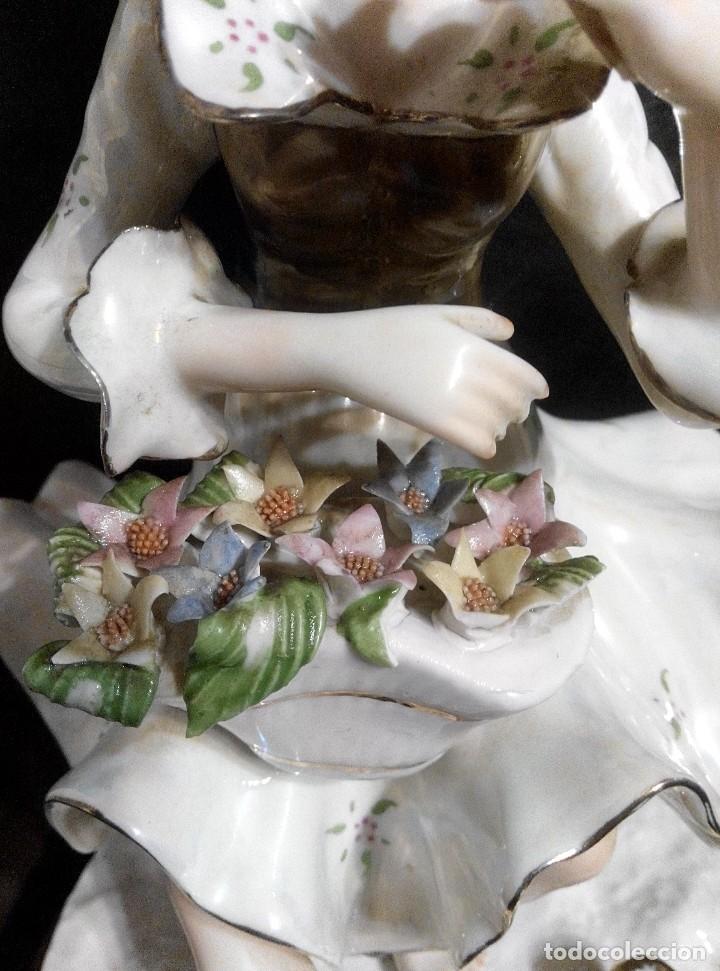 Antigüedades: ANTIGUA FIGURA DE PORCELANA CON ACABADO NACARADO - Foto 3 - 76184111