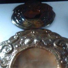 Antigüedades: ANTIGUO APLIQUE EN METAL PLATEADO CINCELADO A MANO DESMONTABLE. Lote 76247371