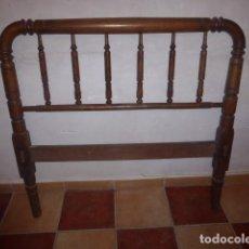 Antigüedades: ANTIGUO CABEZAL DE CAMA DE MADERA MACIZA TORNEADA. . Lote 76337295