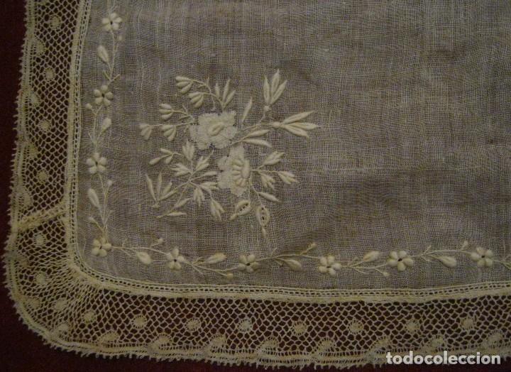 Antigüedades: ANTIGUO PAÑUELO DE NOVIA - IMAGEN BORDADOS Y ENCAJE DE VALENCIENNES S. XIX - Foto 5 - 76408707