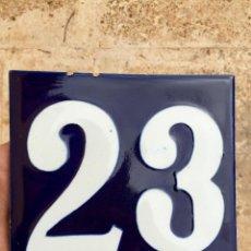 Antigüedades: ANTIGUO AZULEJO ESMALTADO CON EL Nº 23. Lote 76523803