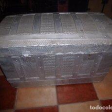 Antigüedades: ANTIGUO BAUL DE MADERA FORRADO DE CHAPA. LIQUIDACION POR CIERRE. Lote 76624507