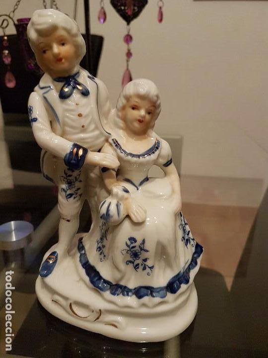 FIGURA ANTIGUA DE PORCELANA POLICROMADA AÑOS 60- 70 (Antigüedades - Hogar y Decoración - Figuras Antiguas)