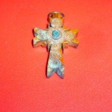 Antigüedades: CRUZ DE MADERA CON VISOR. 4 X 2,5 CM.. Lote 76810867