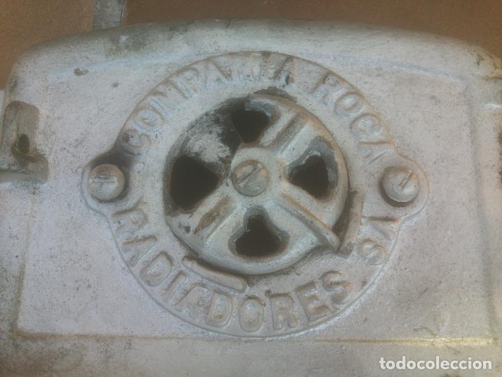 Antigüedades: REJILLA FRONTAL CALDERA DE LEÑA Y CARBÓN ROCA SERIE 00 - Foto 2 - 76813291
