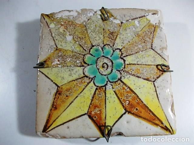 ANTIGUO AZULEJO ROSA DE LOS VIENTOS VALENCIANO XVII (Antigüedades - Porcelanas y Cerámicas - Azulejos)