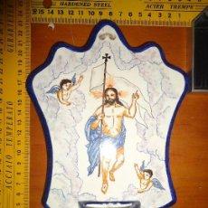 Antigüedades: BENDITERA DE MANISES PINTADA A MANO IMAGEN CRISTO RESUCITADO ANGELITOS. Lote 76874823