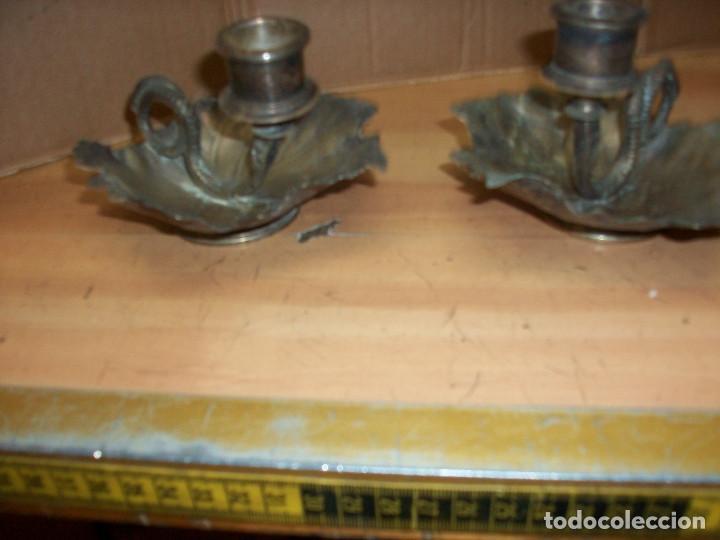 Antigüedades: ANTIGUA PAREJA DE PORTA VELAS-BRONCE PLATEADO - Foto 3 - 76915815