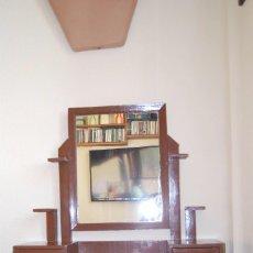 Antigüedades: TOCADOR DE MADERA DE SOBREMESA - CON ESPEJO, CAJONES Y REPISAS - PP. S.XX. Lote 76955805