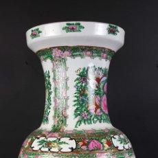 Antigüedades: JARRON EN PORCELANA ESMALTADA. PINTADO A MANO. CHINA. PRINCIPIOS SIGLO XX. . Lote 76973533