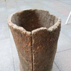 Antigüedades: APICULTURA - ANTIGUO CORTIZO COLMENA DE ABEJAS, CORTEZA DE ALCORNOQUE CORCHO SOBREIRO 49X35CM + INFO. Lote 98397167