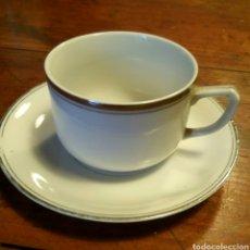Antigüedades: TAZA Y PLATO CAFE PORCELANA. FILO PLATA. Lote 77145182