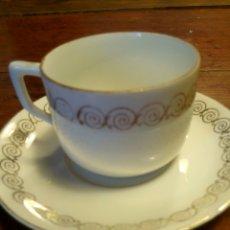 Antigüedades: TAZA Y PLATO CAFE PORCELANA PINTADO EN ORO. Lote 77146817