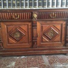 Antigüedades: BONITO MUEBLE DEL S. XIX. NOGAL Y APLICACIONES DE BRONCE. Lote 77212829