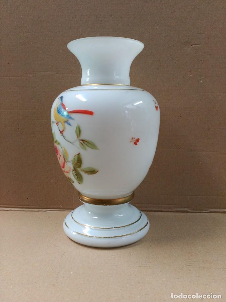 Antigüedades: Jarron de opalina blanca pintado a mano, sXIX - Foto 3 - 77235381