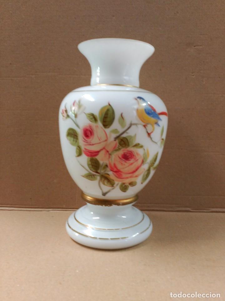 Antigüedades: Jarron de opalina blanca pintado a mano, sXIX - Foto 6 - 77235381