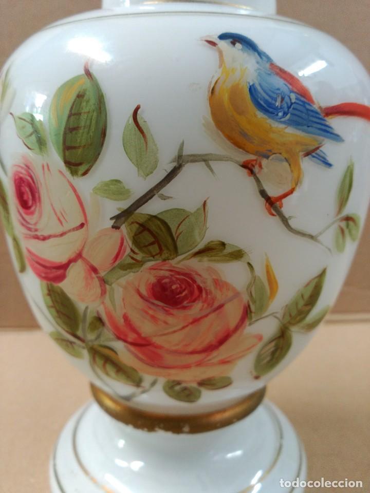 Antigüedades: Jarron de opalina blanca pintado a mano, sXIX - Foto 9 - 77235381