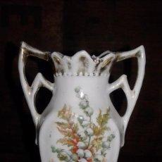 Antigüedades: JARRON DE PORCELANA ISABELINO, FINALES DEL SIGLO XIX. Lote 77325873
