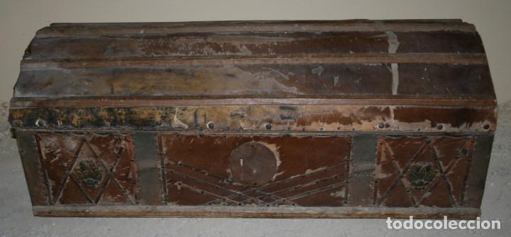 BAUL ANTIGUO FORRADO DE PIEL, SIGLO XIX, PARA RESTAURAR, ESPECIAL DECORACION (Antigüedades - Muebles Antiguos - Baúles Antiguos)