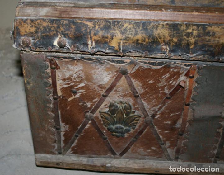 Antigüedades: BAUL ANTIGUO FORRADO DE PIEL, SIGLO XIX, PARA RESTAURAR, ESPECIAL DECORACION - Foto 3 - 77378161