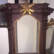 Antigüedades: VITRINA SIGLO XVIII POLICROMADA Y DORADA. Lote 77413417