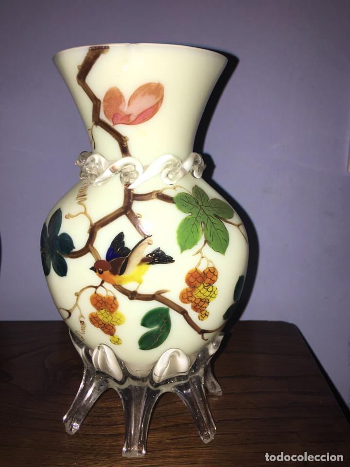 Antigüedades: Pareja de jarrones de Opalina pintados a mano - Foto 2 - 77453623