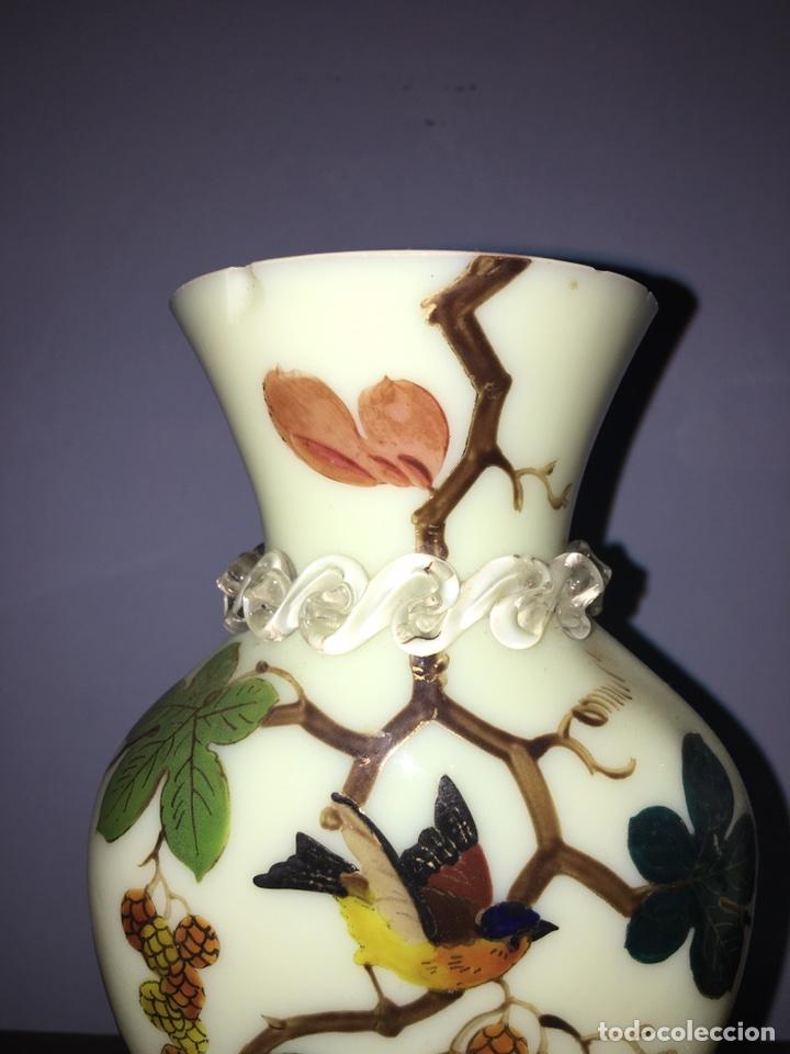 Antigüedades: Pareja de jarrones de Opalina pintados a mano - Foto 3 - 77453623