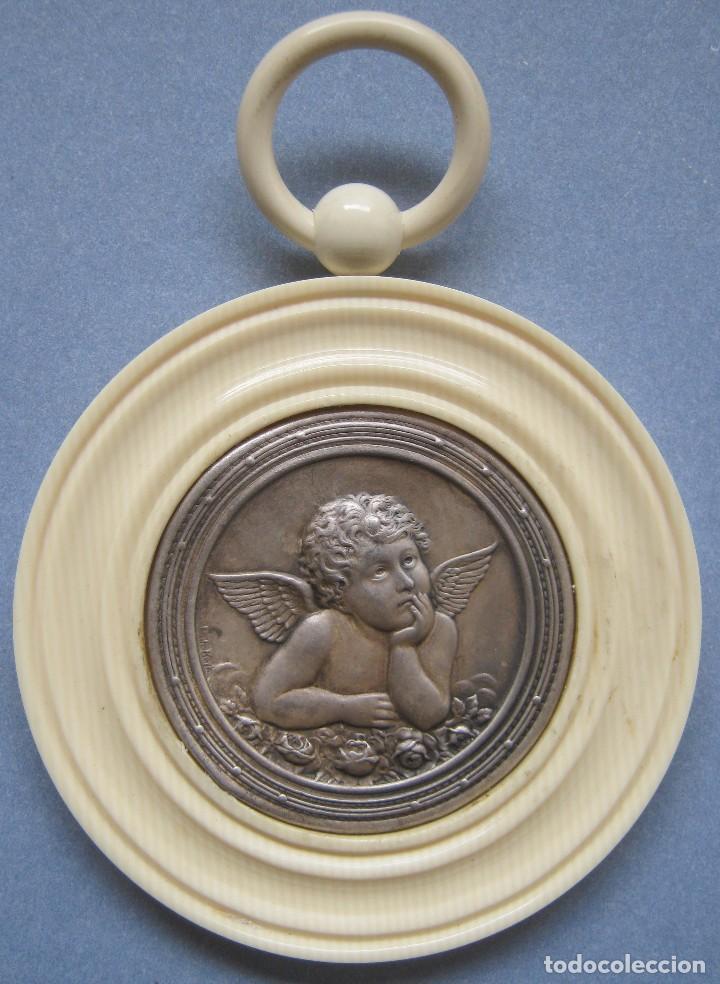 ANTIGUA MEDALLA DE PLATA Y BAQUELITA PARA CUNA PPIO.S.XX (Antigüedades - Religiosas - Medallas Antiguas)
