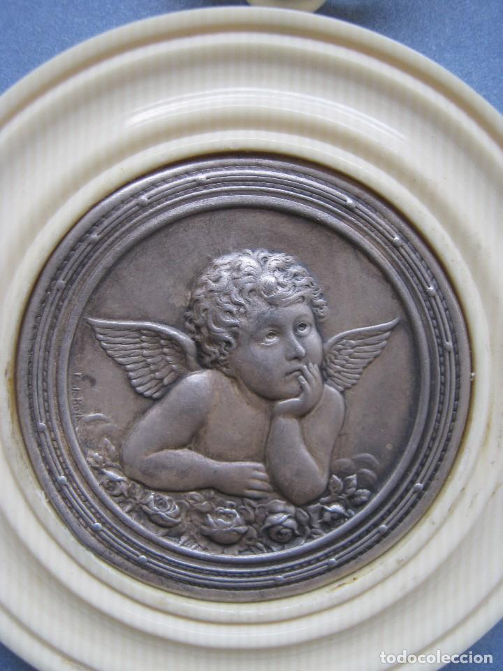 Antigüedades: ANTIGUA MEDALLA DE PLATA Y BAQUELITA PARA CUNA PPIO.S.XX - Foto 5 - 77472961