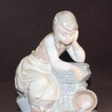 Antigüedades: FIGURA DE PORCELANA NAO. Lote 77509345
