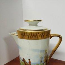 Antigüedades: JARRA / CAFETERA ANTIGUA DE C.P. LIMOGES CON PRECIOSOS MOTIVOS DE CACERIA. Lote 77590217