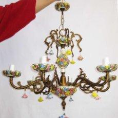 Antigüedades: LLAMATIVA LAMPARA ANTIGUA BRONCE Y FLORES CERAMICA MANISES SALON. Lote 77629761