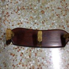 Antigüedades: PERCHERO MADERA CON PATAS. Lote 77727599