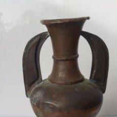 Antigüedades: MUY ANTIGUO JARRÓN DE COBRE - ESTILO MORISCO. Lote 77733325