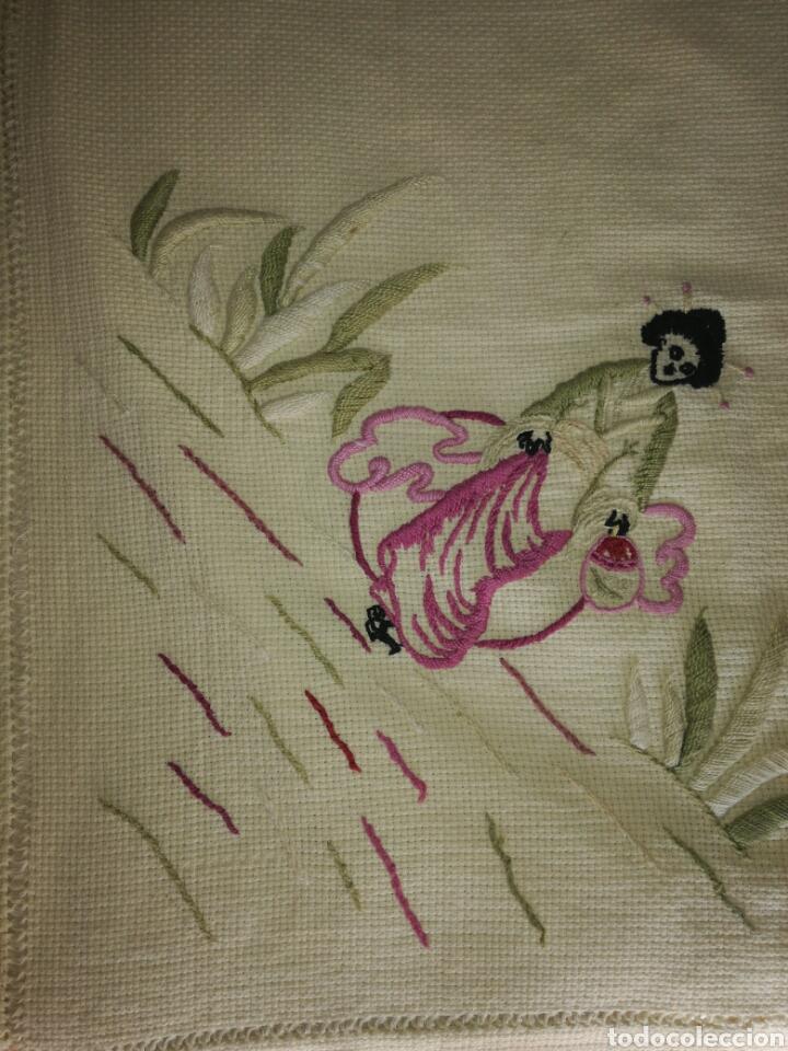 Antigüedades: Antiguo tapete bordado - Foto 3 - 225821895