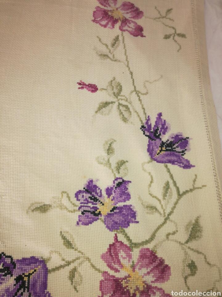 Antigüedades: Antiguo tapete bordado - Foto 5 - 225821895