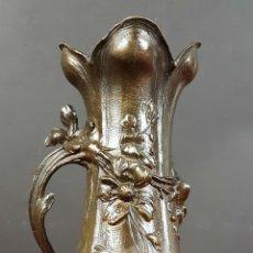 Antigüedades: JARRON EN CALAMINA. ESTILO ART NOUVEAU. MOTIVOS FLORALES. SIGLO XIX. Lote 77762053