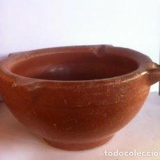 Antigüedades: CERAMICA POPULAR CATALAN ANTIGUO MORTERO BARRO ALMIREZ PRINCIPIO SIGLO, LA BISBAL.. Lote 77807209
