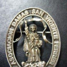 Antigüedades: MEDALLA DE PLATA - ASOCIACION DAMAS SAN VICENTE FERRER - VALENCIA - AÑOS 40-50. Lote 77809341