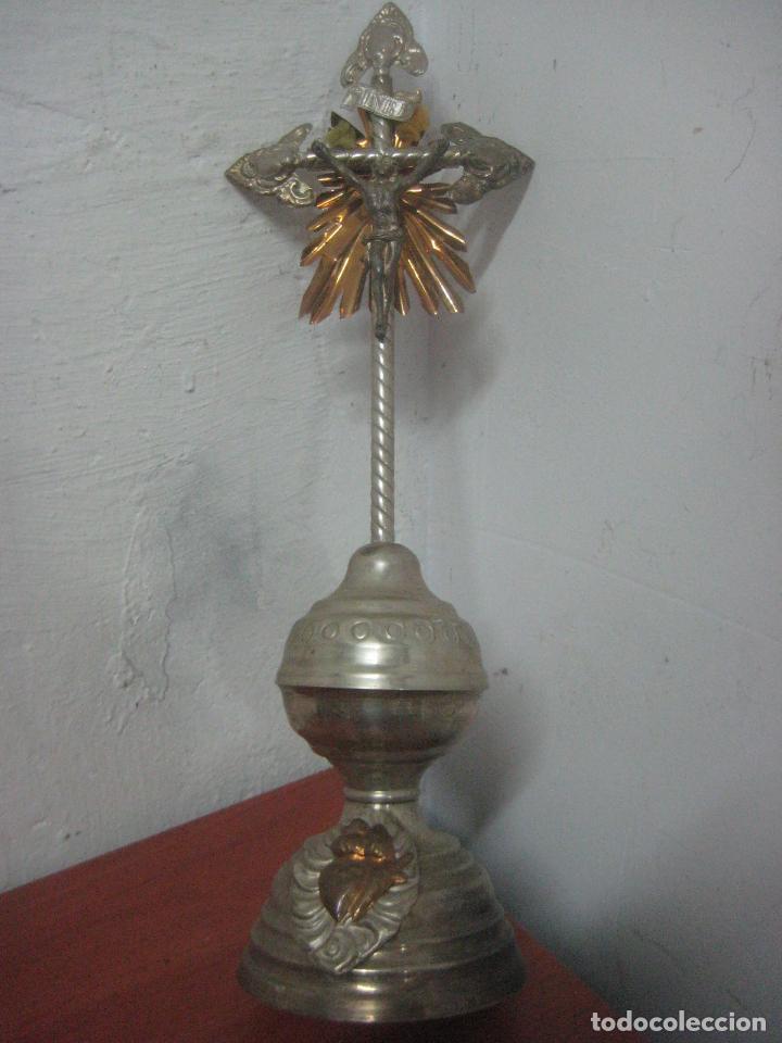 Antigüedades: BONITO CRUCIFIJO MODERNISTA HECHO COMPLETO EN ALPACA Y COBRE LABRADO 41 CMS, DATA DE 1900 - Foto 6 - 77809809