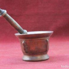 Antigüedades: ALMIREZ BRONCE ESPAÑOL SIGLO XVIII, CON CUATRO COSTILLAS . Lote 77810405