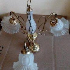 Antigüedades: BONITA LAMPARA PARA TECHO VINTAGE DE LATON Y CRISTAL. Lote 77832285
