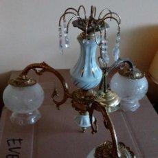 Antigüedades: BONITA LAMPARA PARA TECHO VINTAGE DE BRONCE Y PORCELANA. Lote 77832525