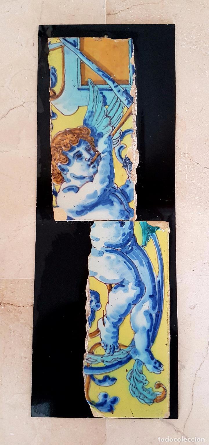PRECIOSA PAREJA DE AZULEJOS FRAGMENTADA EN CERAMICA DE TRIANA,(SEVILLA),S. XIX (Antigüedades - Porcelanas y Cerámicas - Triana)