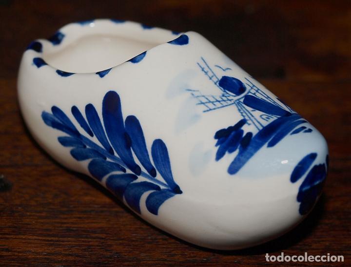 ZUECO DE PORCELANA HOLANDESA DE DELFT. PINTADO A MANO.7 CM DE LARGO. VER FOTOS PARA VER DETALLES. (Antigüedades - Porcelana y Cerámica - Holandesa - Delft)