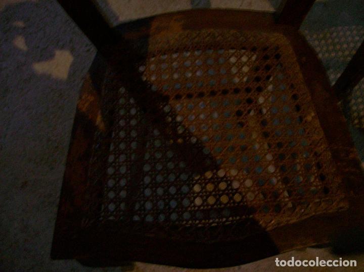Antigüedades: 2 SILLAS REJILLA. RESPALDO LABRADO - Foto 3 - 77906925